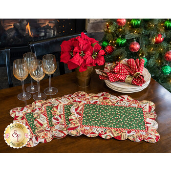 Scalloped Placemats Kit - Postcard Holiday