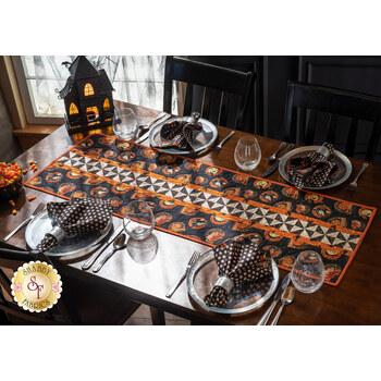 Pinwheel Stripe Table Runner Kit - Retro Halloween
